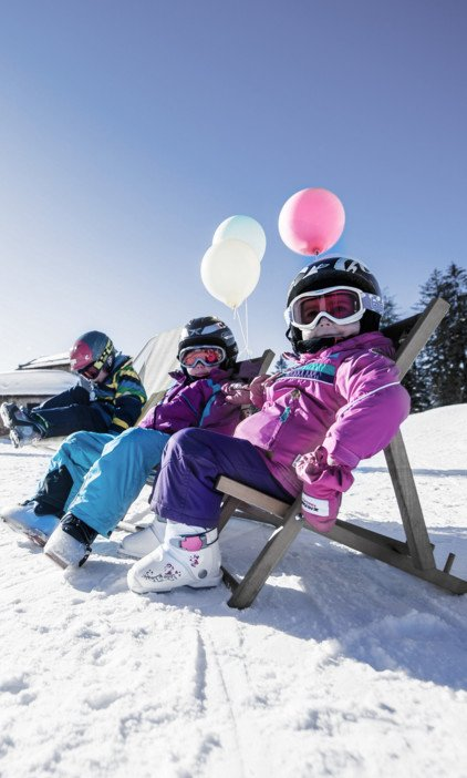 Families with a not skiing infant under 3 years enjoy a skiing day in the Snow Space of Salzburg with the junior weekend discount
