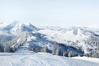 Snow-covered landscape with Hirschkogel and Gernkogel mountains in St. Johann-Alpendorf at Snow Space Salzburg ski resort | © Snow Space Salzburg