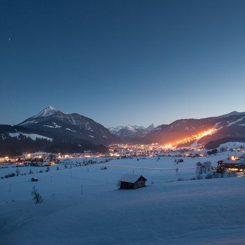 View to the lighted ski area Flachau in Snow Space Salzburg at night | © Bergbahnen Flachau GmbH